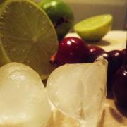 Pentru zilele cu peste 30° Celsius: Slushie cu cireșe și lime
