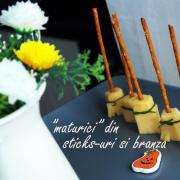 """Seria Halloween:  """"Mături"""" din sticks-uri și brânză Gouda"""