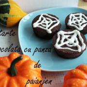 """Seria Halloween: Tarte cu ciocolată decorate cu """"pânză de păianjen"""""""