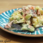 Salată foarte simplă cu somon afumat