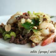 Salată (aproape) asiatică cu paste, vită și creveți