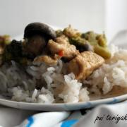 Pui teriyaki cu broccoli și ciuperci