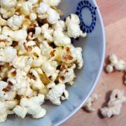 Popcorn cu unt și parmezan
