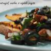 Cartofi dulci cu topping de pătrunjel, măsline și migdale