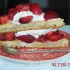 Prăjitură cu căpșuni și frișcă