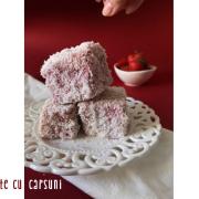Prăjitură tăvălită cu căpșuni