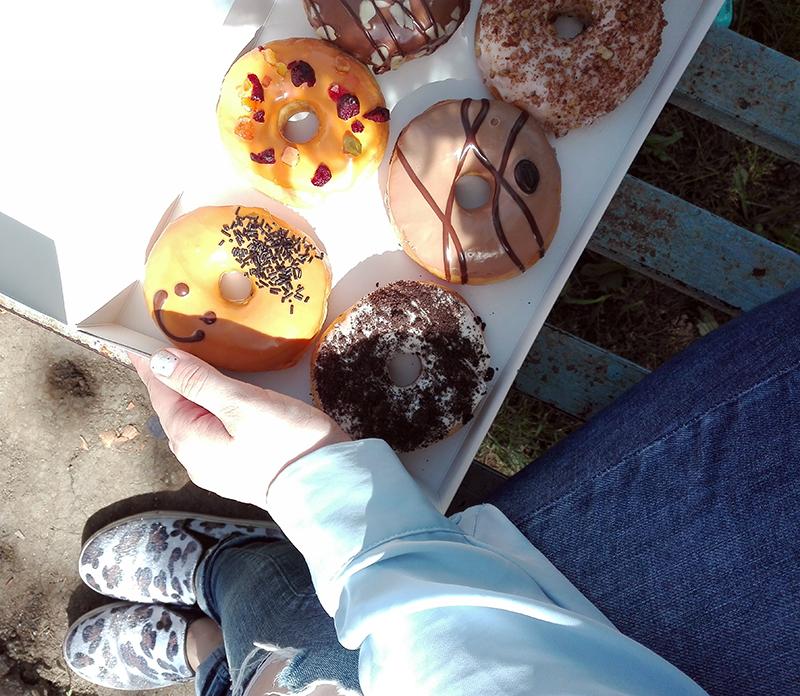 hello donuts si laura