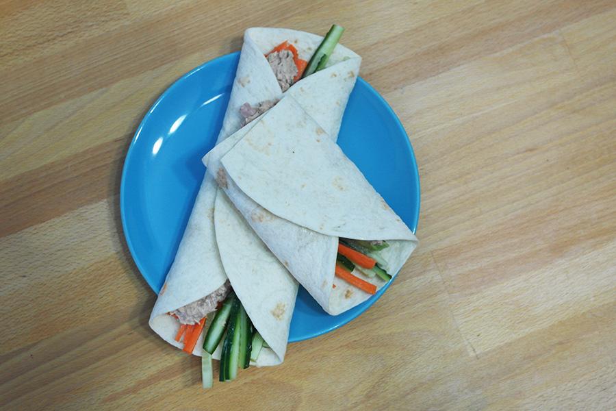 tortilla cu ton picant si legume