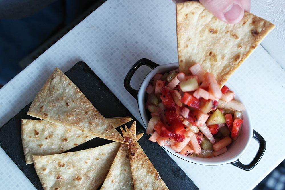 fruit salsa cu nachos